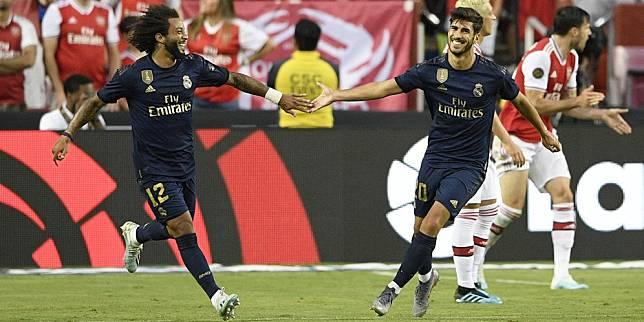 Marco Asensio (kanan) merayakan golnya ke gawang Arsenal. (c) AP Photo