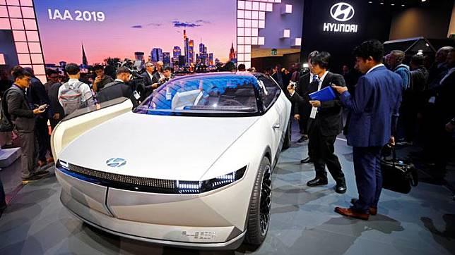 Mobil konsep Hyundai 45 saat dipamerkan dalam acara International Frankfurt Motor Show (IAA) 2019 di Frankfurt, Jerman, 11 September 2019.  REUTERS/Wolfgang Rattay