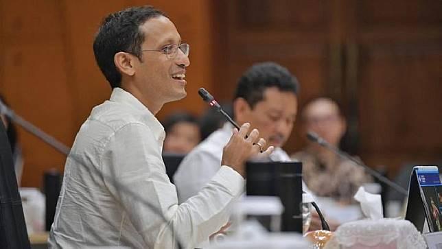 Nadiem Makarim dalam rapat dengan pejabat di Kemendikbud, 5 November 2019. (kemdikbud.go.id)