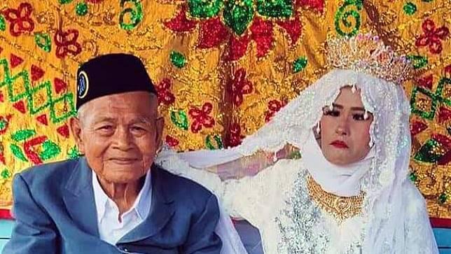Kakek berusia satu abad nikahi gadis muda (Fauzan/Liputan6.com)