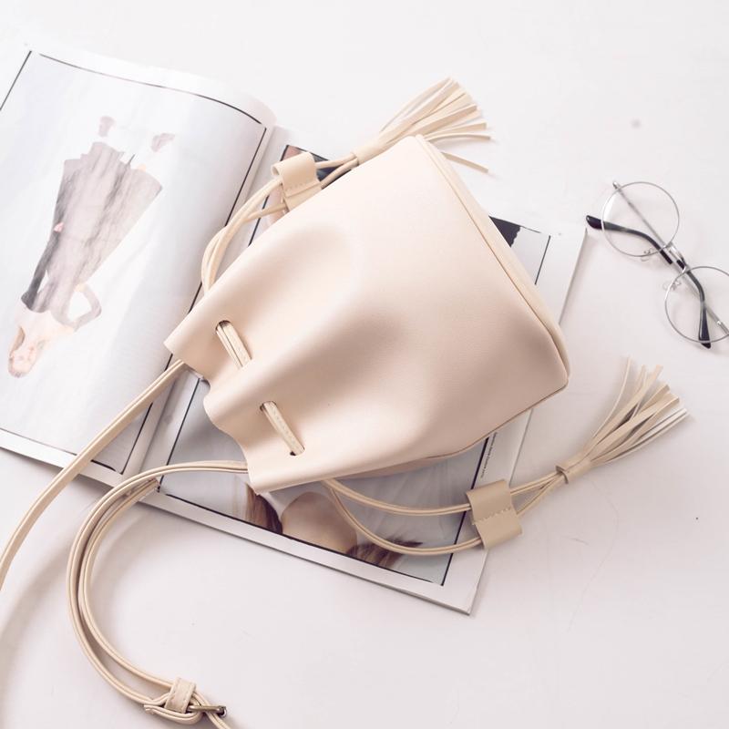 網紅水桶包包女2019夏季新款韓版簡約百搭單肩包chic流蘇斜挎小包
