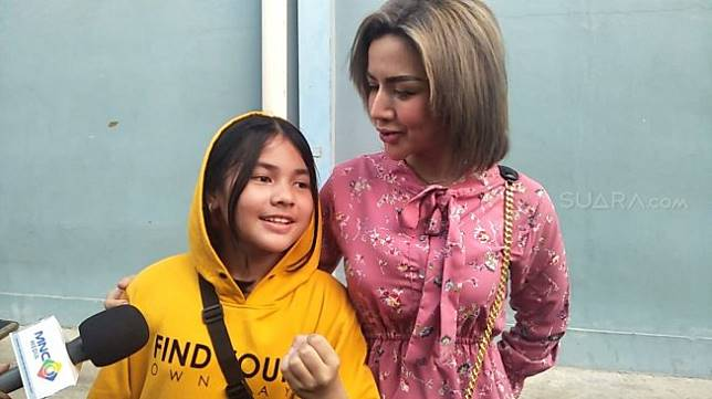 Barbie Kumalasari bersama putrinya, Keisyah Aira. [Herwanto/Suara.com]