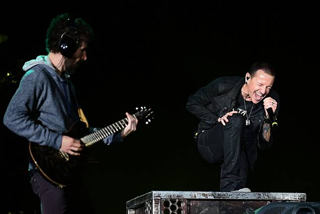 This file photo taken on May 9, 2015 shows Linkin Park, fronted by lead singer Chester Charles Bennington (R), performing on day two of the 4-day, double weekend Rock in Rio USA 2015 music concert in Las Vegas, Nevada.
