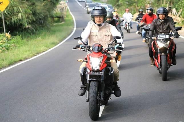 Dengan sepeda motor, Gubernur Jateng cek jalur alternatif mudik