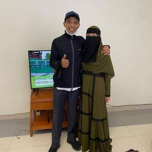 Ustadz Abdul Somad dan Istri