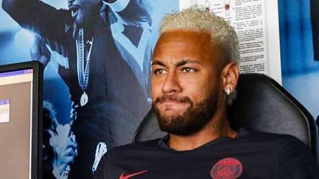 Neymar Dimaki Pejabat PSG di Depan Umum Jadi Ayam Sayur