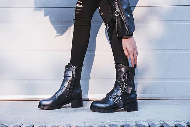 Inilah 5 Cara Memadukan Celana Jeans dan Ankle Boots