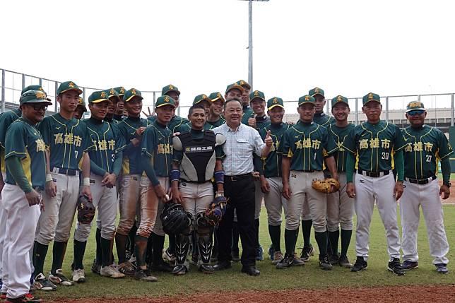 玉山盃全國青棒錦標賽,高雄市隊以9:6逆轉擊敗新竹市隊。記者蘇志畬/攝影