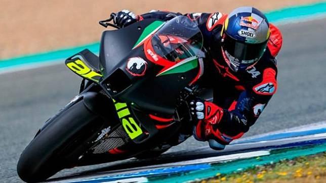 Andrea Dovizioso saat menjajal Aprilia di Jerez. (motogp.com)
