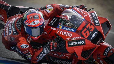 Pecco Bagnaia jadi pemimpin klasemen MotoGP 2021. (motogp.com)
