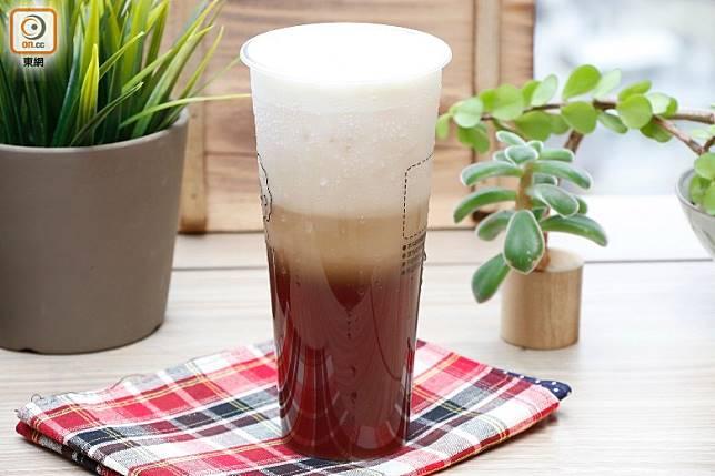 1杯芝士奶蓋茶約含24克糖。(郭凱敏攝)