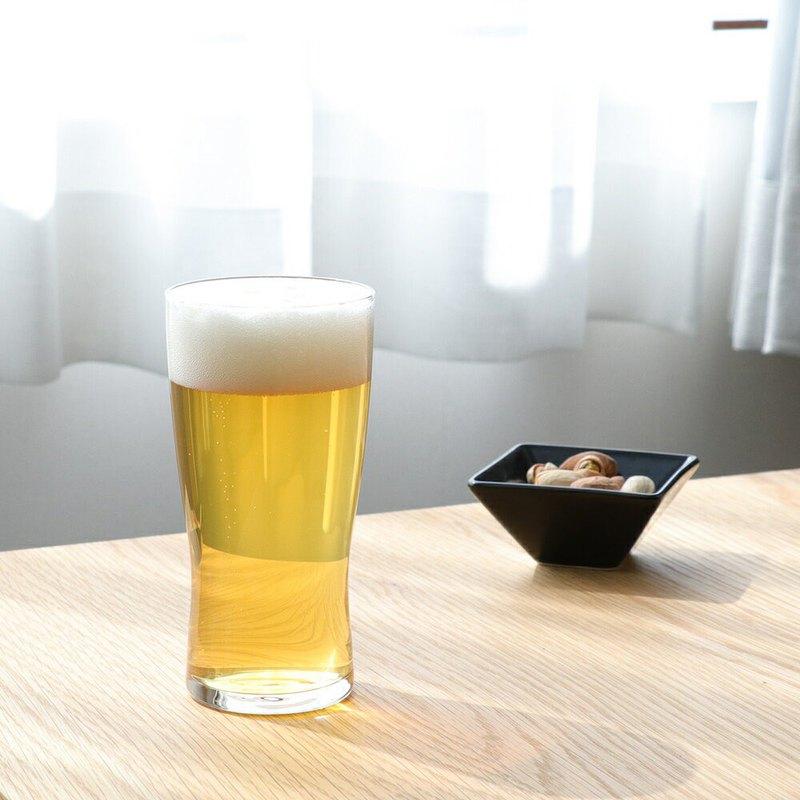 特別研發最佳飲口厚度,啤酒入口時更香醇!全杯身經特殊離子強化處理,安全堅固不易破裂,讓您使用更安心。