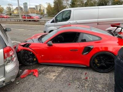Apes! Mobil Porsche 911 GT2 RS Hancur Setelah Keluar dari Dealer