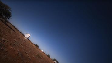 感受地球自轉的天旋地轉!一起欣賞固定天空的 24 小時縮時攝影作品吧