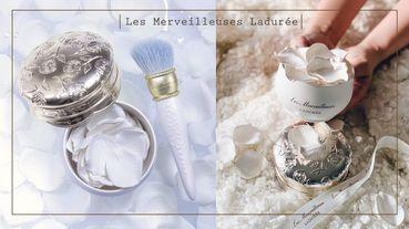 超夢幻!LADURÉE推出「白玫瑰花瓣蜜粉」,立體浮雕外殼和超保濕蜜粉必收!