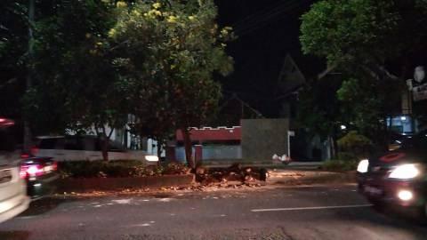 Diduga Hilang Kendali, Mobil Brio di Bandar Lampung Tabrak Pembatas Jalan  (1)