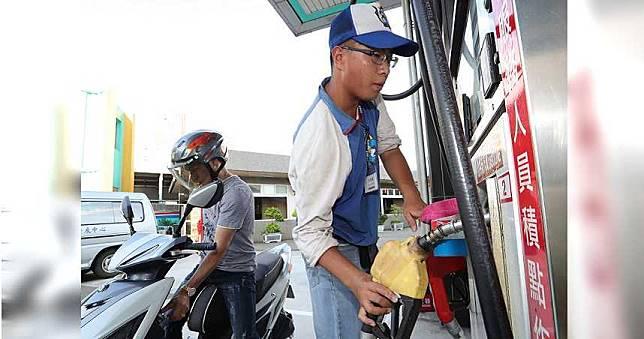 12月中以來首次調降 下周油價每公升少0.7元