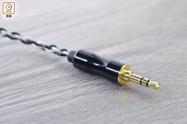 附有1條鍍銀銅的3.5mm接線,有效降低雜音。(胡振文攝)