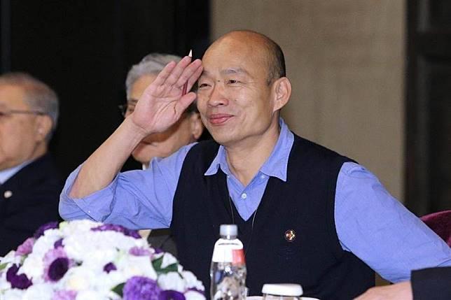 顧問團合照 韓國瑜這動作 讓恩師大笑