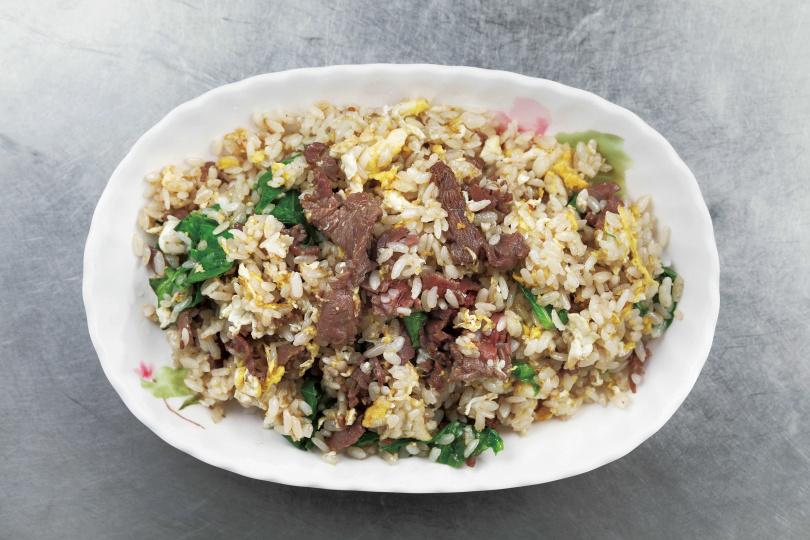 鑊氣十足的「牛肉蛋炒飯」調味單純,最能吃出食物原味。(100元)(圖/于魯光攝)