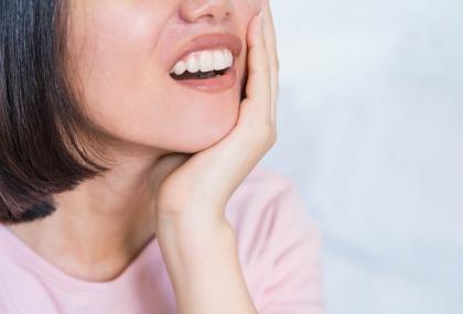 牙周病不一定會痛? 牙齦發炎要小心!醫列「9典型症狀」別當耳邊風