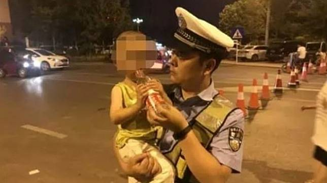 Bocah satu tahun ditinggal di dalam mobil oleh ibunya. (Daily Mail)