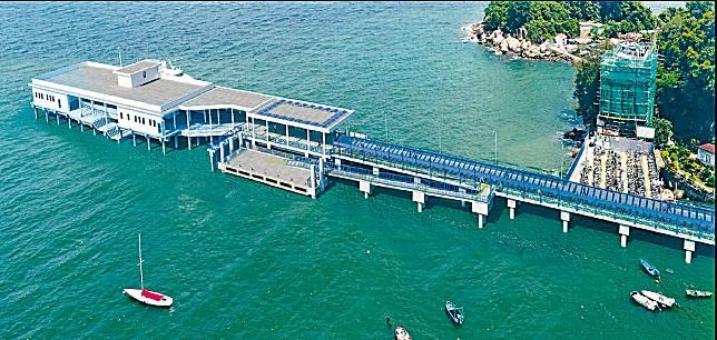 榕樹灣公眾碼頭部分結構需要以鋼架作臨時支撐。
