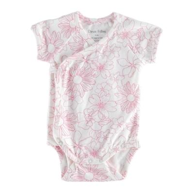 採用國際GOTS認證有機棉 材質柔軟透氣呵護寶貝細緻的肌膚 下方開扣方便寶寶穿脫與跟換尿布 台灣設計製造