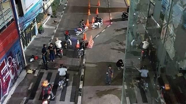 Stasiun ini sedang hot untuk spot foto para biker. (Facebook/Lukman Nur Hakim)