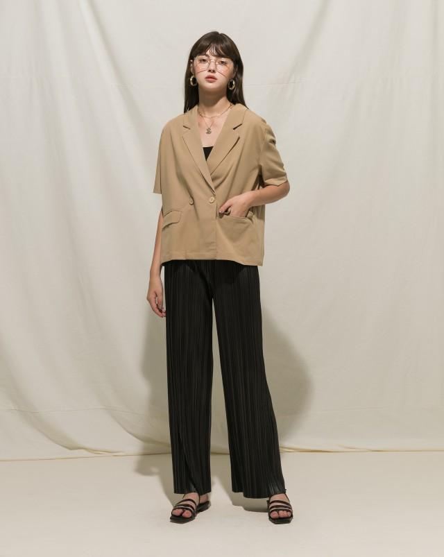 親膚棉料/無內裡/無墊肩/翻蓋口袋設計/寬鬆版型