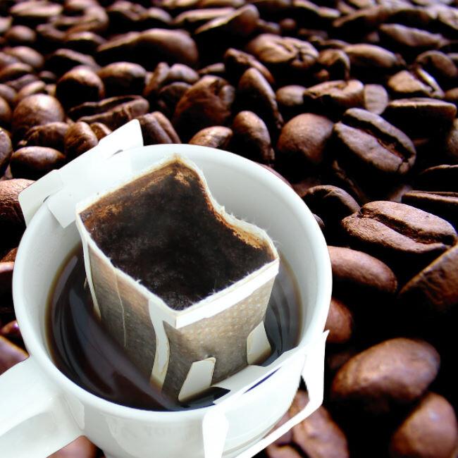 沖泡簡單方便隨心所欲再忙也要來一杯咖啡~讓自己悠活輕鬆 * 品名: 阿拉比卡掛耳濾泡式咖啡 * 淨重: 10公克/包 * 內容物成份 100阿拉比卡研磨咖啡 * 製造廠商: 圓鼎生醫國際有限公司 *