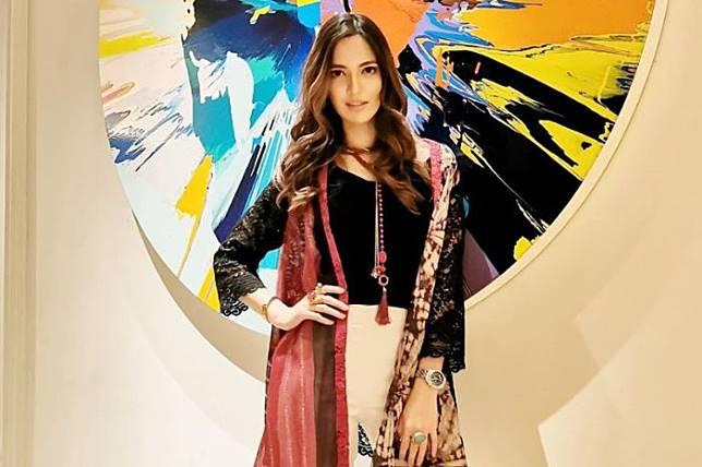 Dinilai Saltum, Lihat Model Baju Lebaran Seksi Nia Ramadhani yang Jadi Sorotan