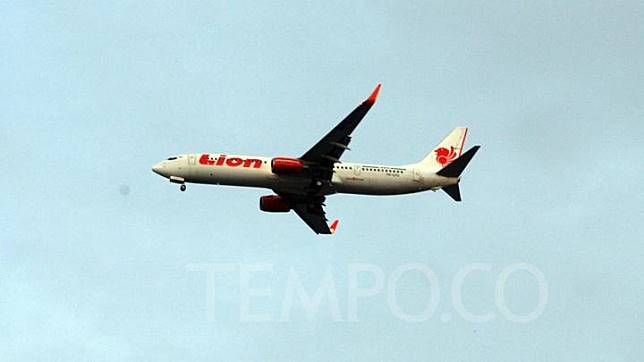 Kecelakaan maskapai Lion Air dari Bandara Soekarno-Hatta yang jatuh di Laut Jawa dan menewaskan 189 orang tersebut juga menggunakan pesawat Boeing 737 Max 8.  TEMPO/Abdi Purmono