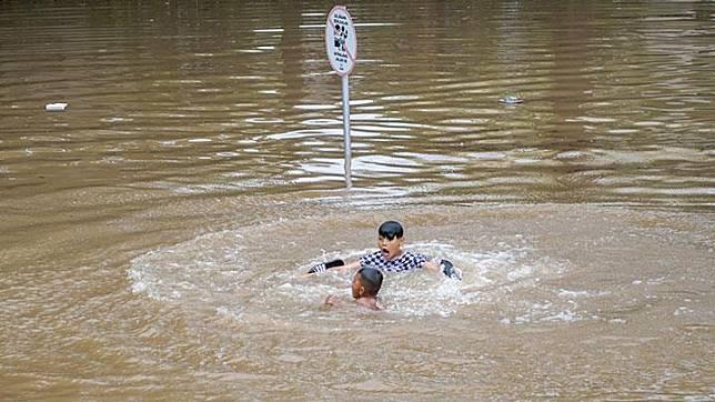 Banjir Jakarta, Underpas Kemayoran Masih Terendam 4 Meter