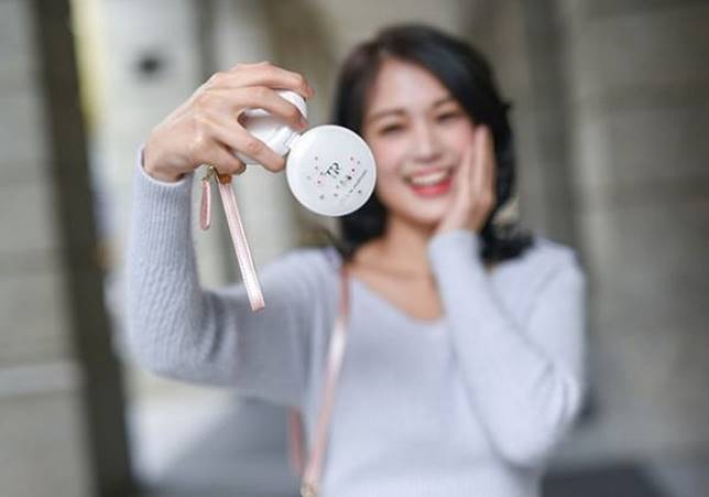 943944ae4c1 CASIO TAIWAN ออกเซ็ทกระเป๋าเก็บกล้อง TR Mini X JILL by JILLSTUART ...