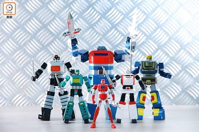 6個機械人透過變形合體,而成為「六神合體GODMARS」。(胡振文攝)