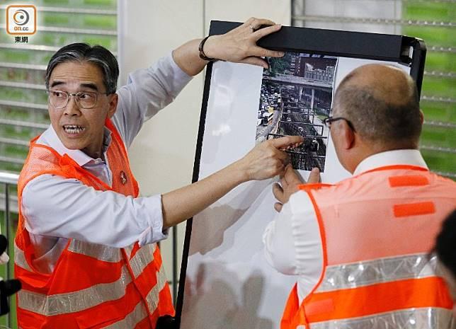 劉天成(左)表示,未進行調查前不能太早猜測事故原因。(陳章存攝)