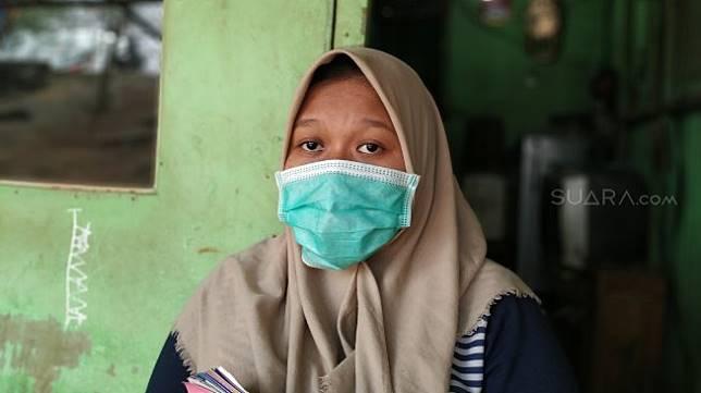 Ibu hamil bernama Novi Sriwahyuni (21) diberi vitamin B6 kadaluarsa oleh pihak Puskesmas Kamal Muara, Jakarta Utara. (Suara.com/M. Yasir)