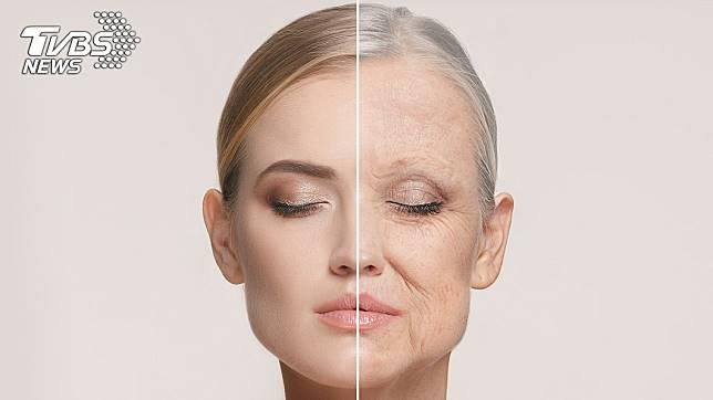 「FaceApp」可以讓人看到「老態」,其實要避免皺紋浮現、眼尾下垂等問題,都是有撇步的。圖/TVBS