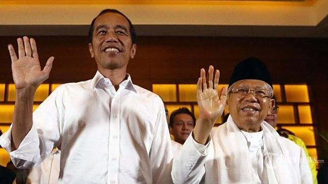 Calon Presiden dan Wakil Presiden nomor urut 01 Joko Widodo dan KH Ma'ruf Amin didampingi sejumlah pimpinan Parpol pendukung melambaikan tangan usai memberikan keterangan terkait Pilpres 2019 di Jakarta, Rabu (17/4/2019). Pasangan Jokowi-Ma'ruf Amin menyatakan akan menunggu hasil resmi dari KPU meskipun sejumlah lembaga survei memenangkan mereka dalam hitung cepat. TRIBUNNEWS/IRWAN RISMAWAN (Tribunnews.com)