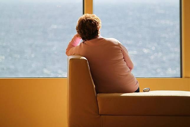 Kesepian di usia paruh baya bisa meningkatkan risiko kanker.