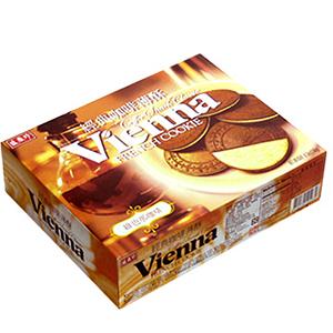 經典咖啡薄餅 以酥脆的餅皮,搭配濃郁的咖啡夾心 外觀上雖然是最對比的顏色 吃起來卻巧妙地呈現出加乘的美味。 ※ 製造日期與有效期限,商品成分與適用注意事項皆標示於包裝或產品中※ 本產品網頁因拍攝關係,