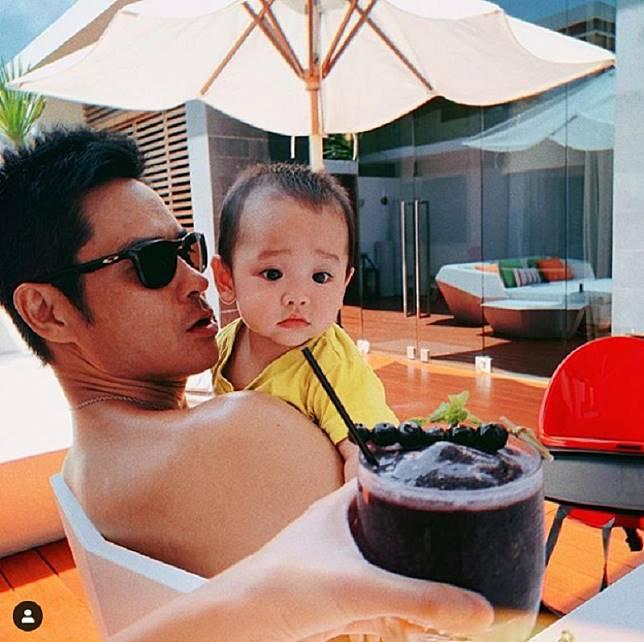 囝囝Rafael「眼甘甘」超可愛。網上圖片