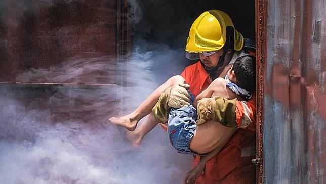 發生火災,為什麼同層樓3人活命,2人卻罹難?消防員:因為他們做錯這件事