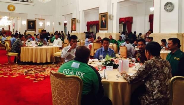 Presiden Jokowi santap siang bersama pengemudi Gojek, Kopaja dan angkutan umum lainnya. Istimewa