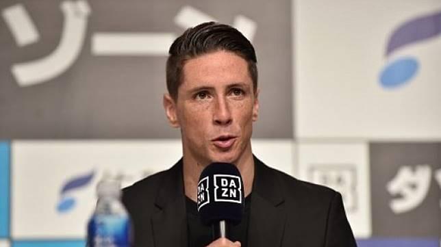 Fernando Torres saat melakukan konferensi pers terkait keputusannya pensiun. (KAZUHIRO NOGI / AFP)