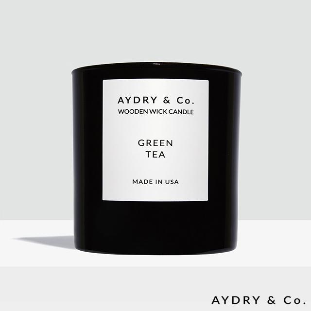 ● 特色木製燈芯● 天然有機香氛原料● 美國手工製作原裝進口● 典雅黑色玻璃罐● 綠茶,茉莉和佛手柑融合而成的輕鬆香調