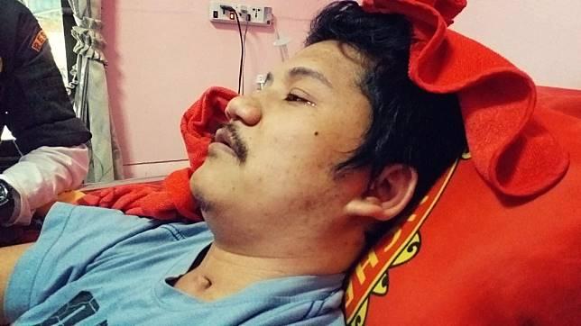 泰國這名男子因為車禍導致終身癱瘓,他為了不耽誤女友的未來,找女性友人假扮小三逼對方離開。(圖/翻攝自臉書)