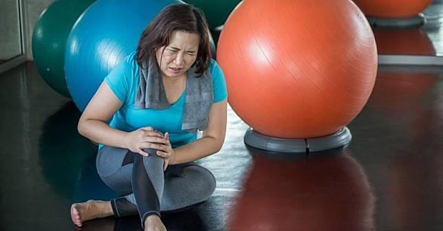 中醫師都這樣保養膝蓋!讓關節自癒的 3 大絕招,不求人,照著做就行!