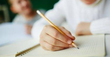 淺談刺蝟小孩:女兒被同學「拿筆刺眼」,媽媽做了出其不意的事
